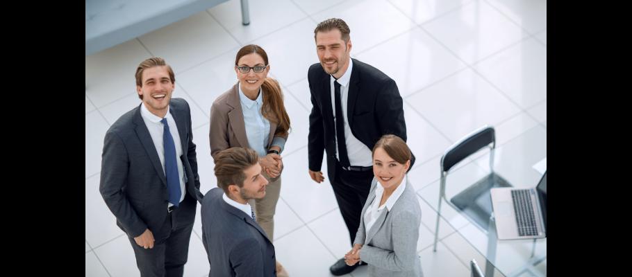 Enviar currículum y trabajar en bancos